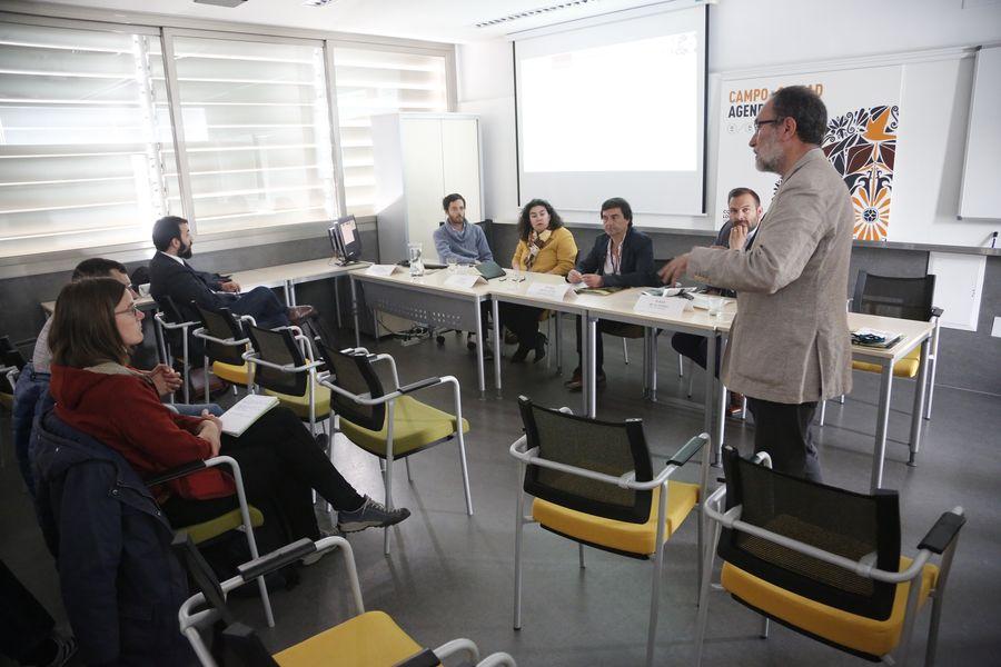 Mesa de ponentes (ii)